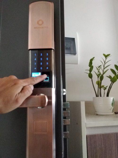 Khoá HomeKit AB-07 khóa vân tay chuyên lắp cho cửa gỗ 4 tính năng