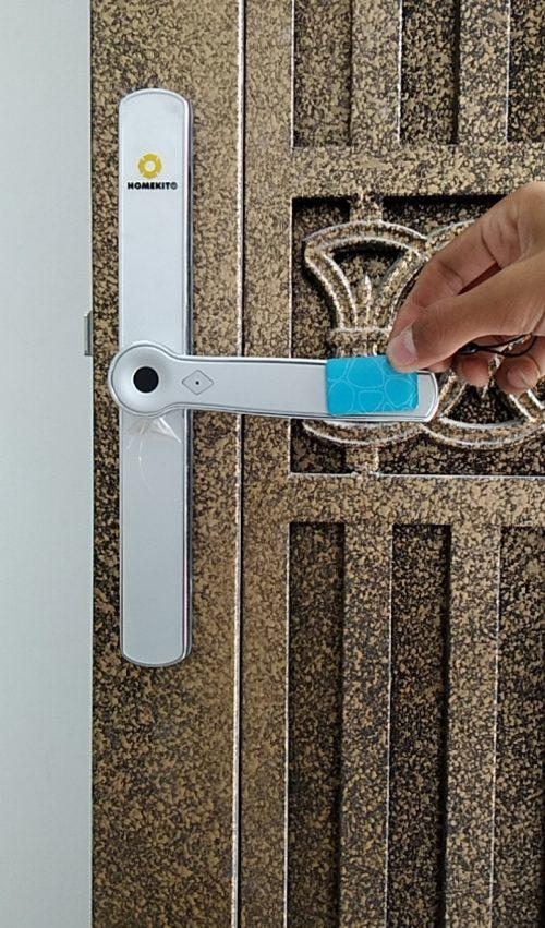 Khoá HomeKit AB-13 khóa vân tay điều khiển qua app điện thoại 4 tính năng