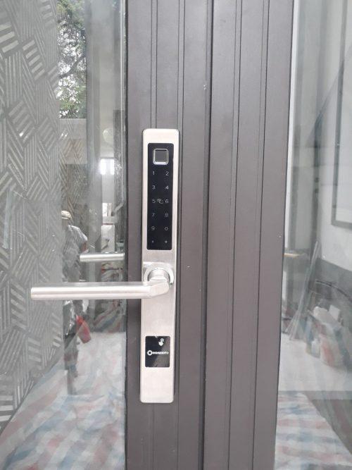 Khoá HomeKit AB-13D khóa vân tay 5 in 1 HomeKit lắp cho cửa nhôm kính nhà khách